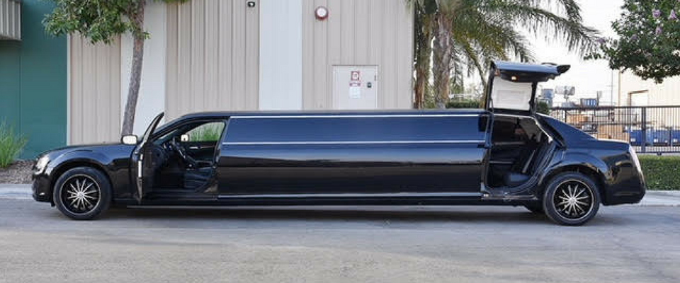 black on black chrysler 300 limo